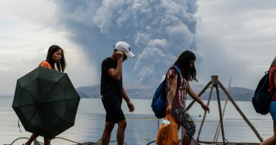 タール火山噴火の避難命令の大半を解除
