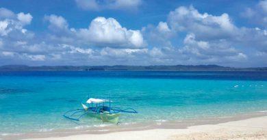 フィリピンでサーフィンをしていた日本人拘束