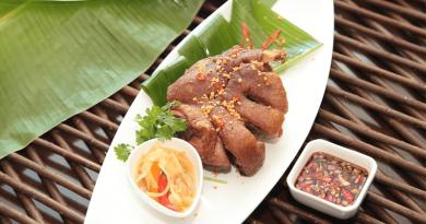 食べる手が止まらない!フィリピンの豚料理「クリスピーパタ」