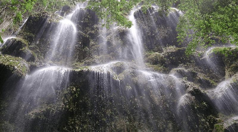 全身で感じるツマログ滝の大自然体験